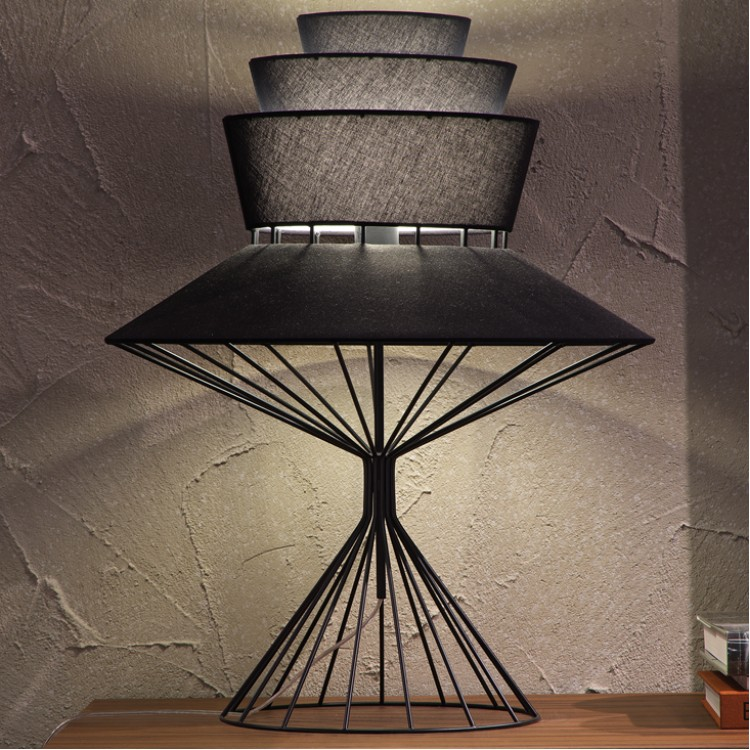 Lampada da tavolo bolero cattelan designer oriano - Lampade da scrivania design ...