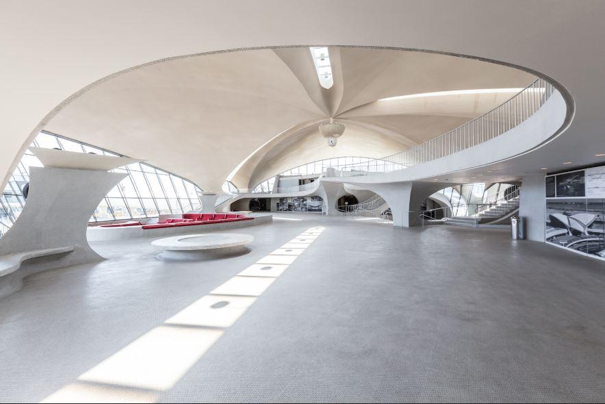 Interno del Terminal TWA aeroporto John F. Kennedy by Eero Saarinen